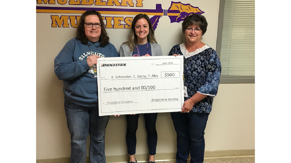 Bandag muscatine awards grant to local school