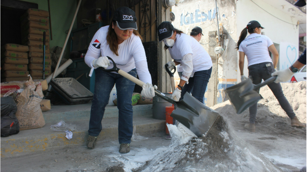 Bridgestone Mexico volunteers with Habitat for Humanity