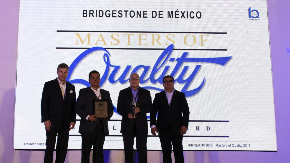 Bridgestone Mexico accepts Daimler Masters of Quality Supplier Award